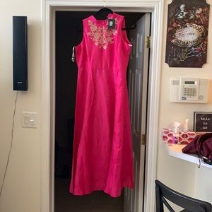 NWT Beautiful long pink maxi w/ front print detail
